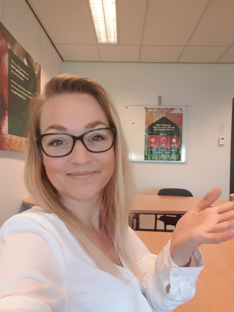 Sharon op kantoor